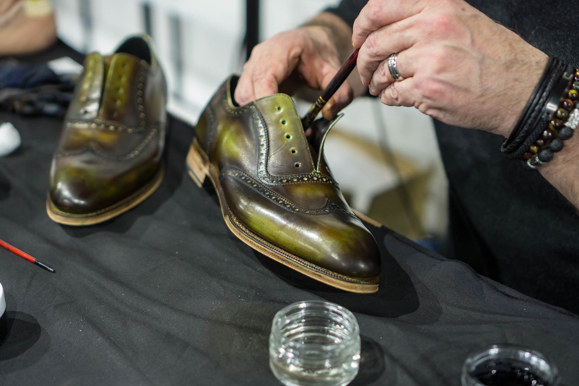 Zmiany po kremowaniu butów