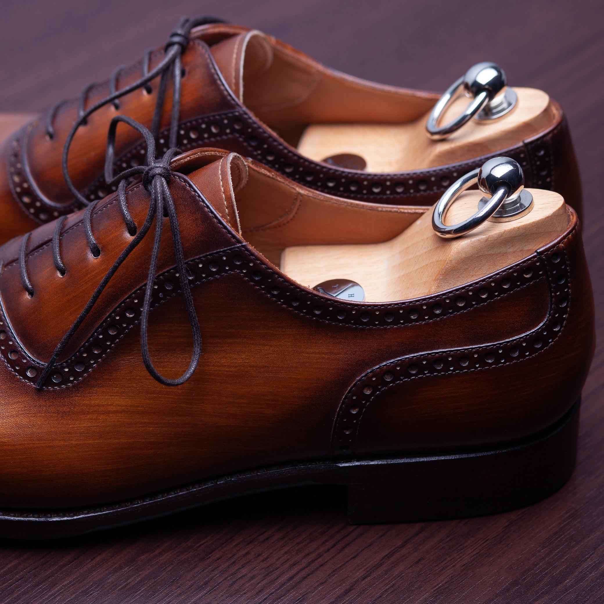 Piękny efekt po ręcznym patynowaniu butów.