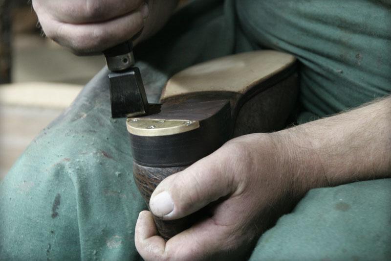 Wymiana skórzanych spodów w butach klasycznych