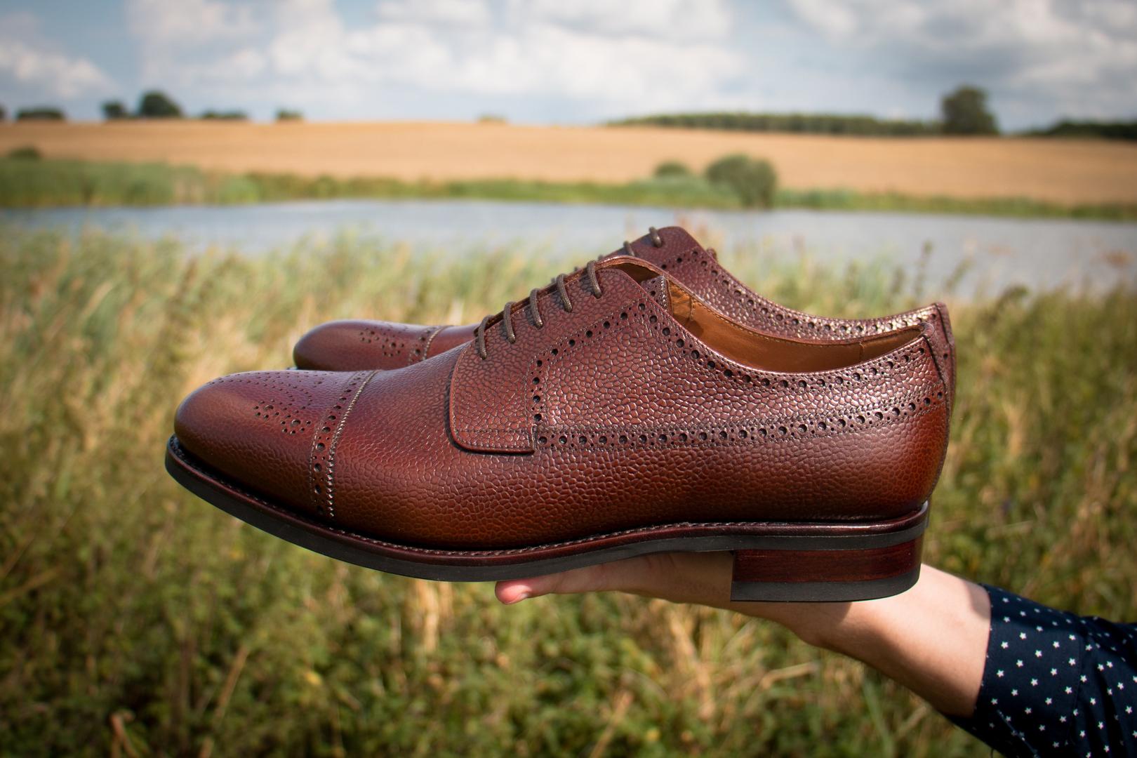 Derby czyli eleganckie buty casualowe