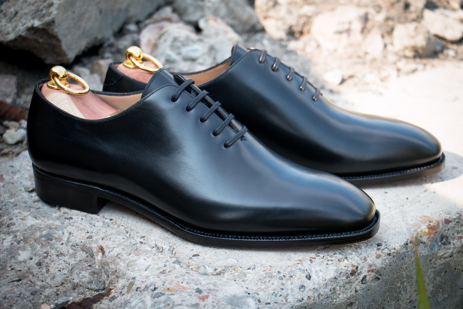 Wholecut Oxford Shoes in Black