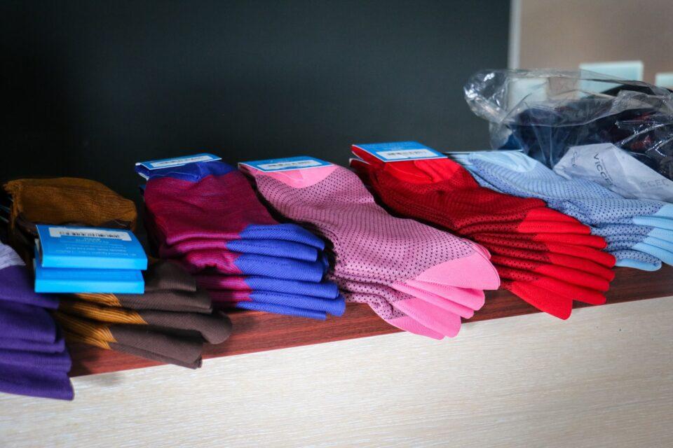 kolorowe skarpetki garniturowe dla eleganckiego mężczyzny