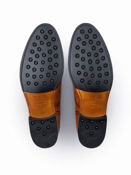 Gumowe podeszwy w męskich eleganckich butach