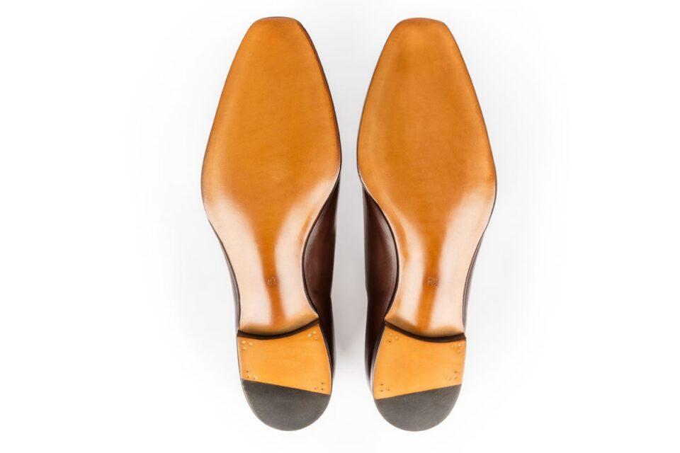 Skórzane podeszwy w męskich luksusowych butach