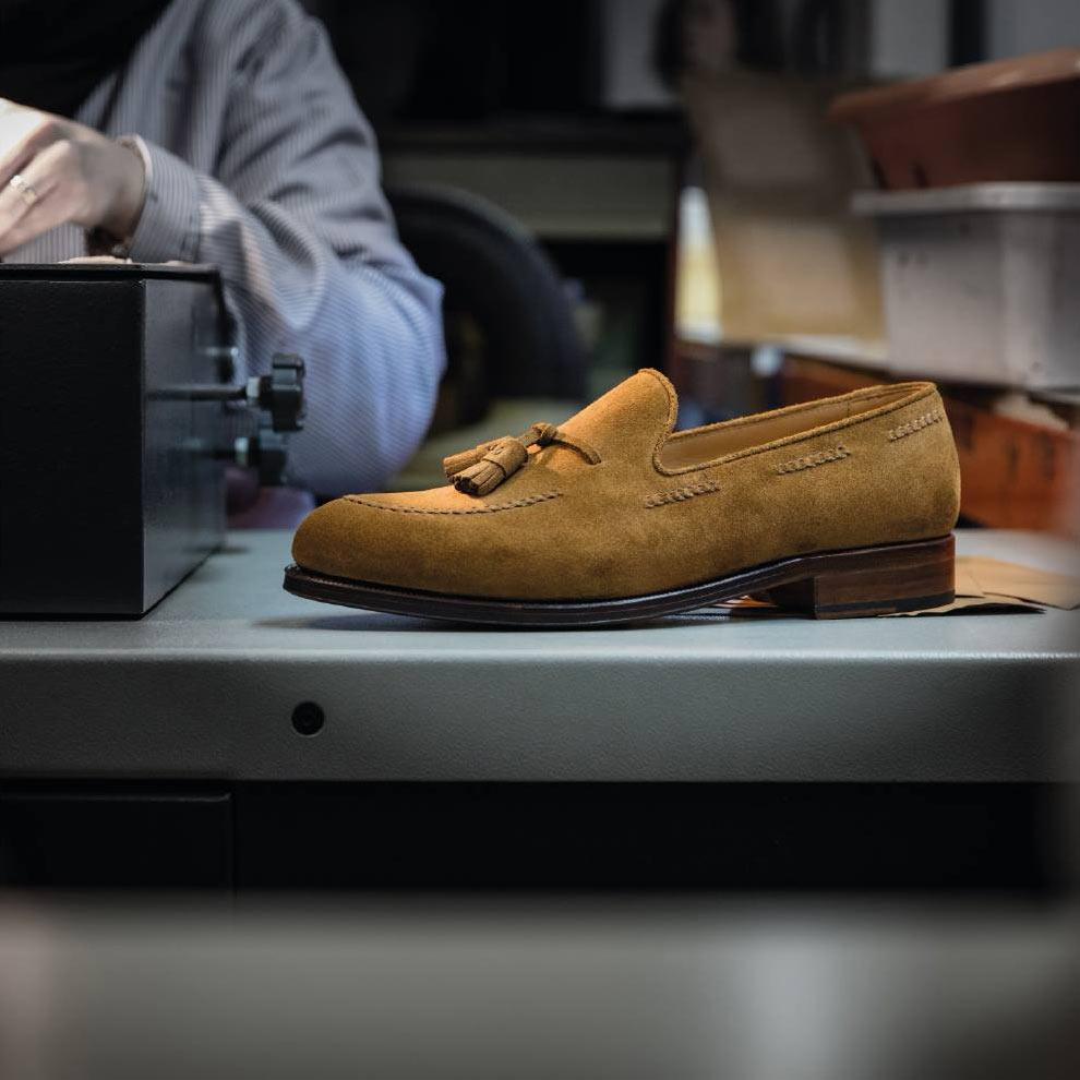 Suede Tassel Loafers - jasne, zamszowe mokasyny męskie, eleganckie buty na lato